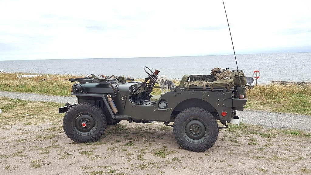 Willys Jeep und Malatesta KOBRA TRAC 215/80 R16